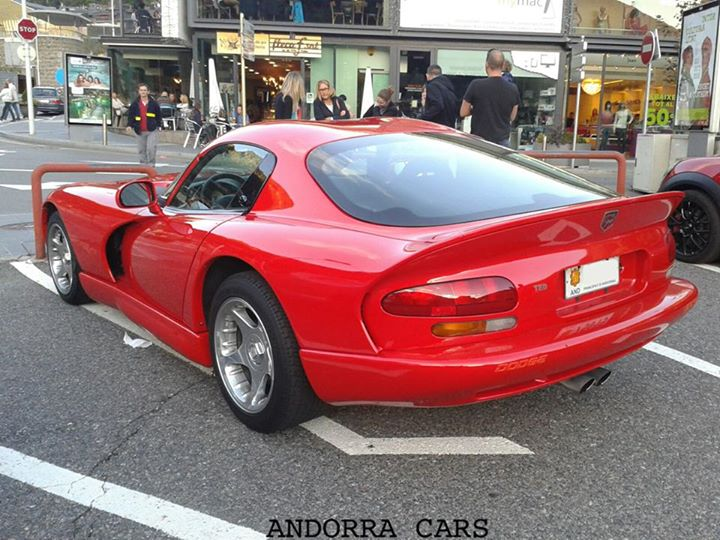 DODGE VIPER red color