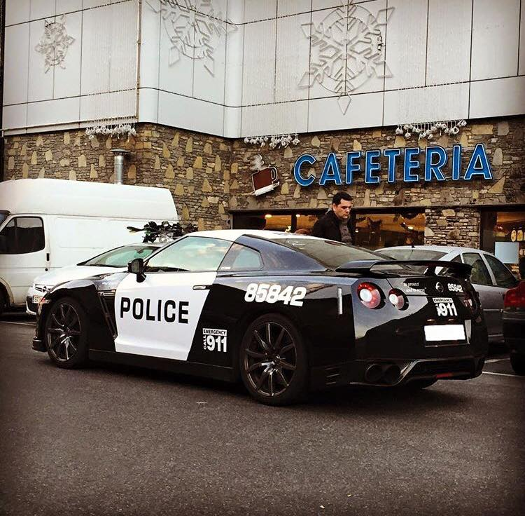 police NISSAN GT-R