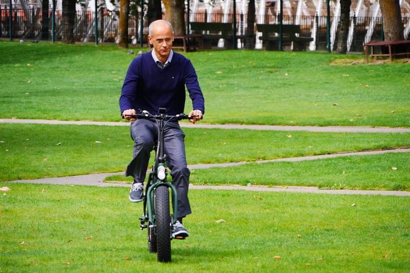 andorra_prime_minister_antoni_marti_electric_bicycle