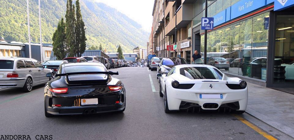 porsche 991 gt3 vs ferrari 458 italia all andorra. Black Bedroom Furniture Sets. Home Design Ideas