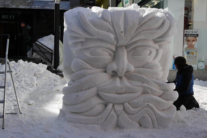лицо из снега андорра