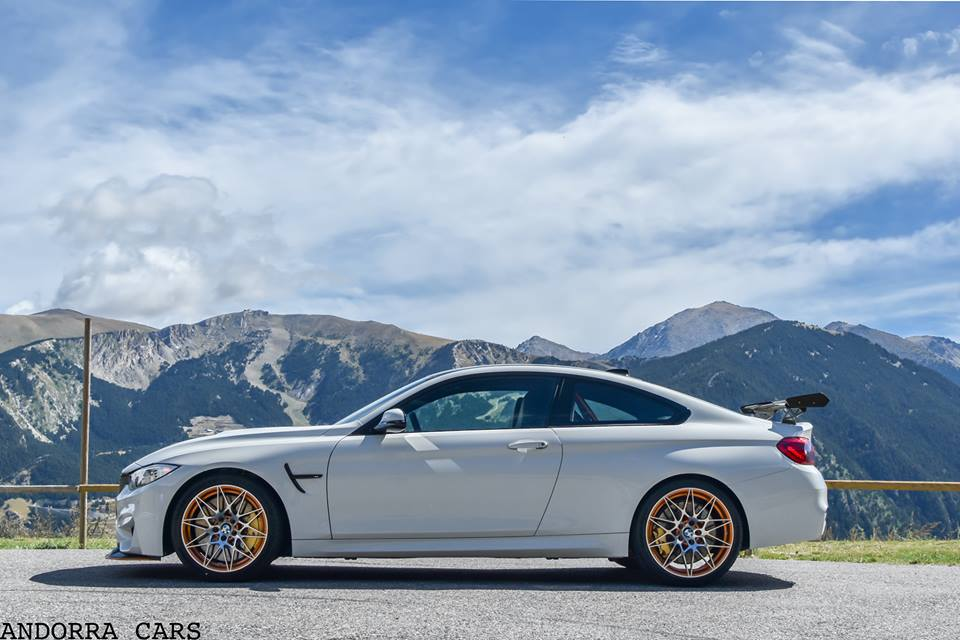 bmw m4 gts 500 h copie blanche dans les montagnes d 39 andorre all andorra. Black Bedroom Furniture Sets. Home Design Ideas