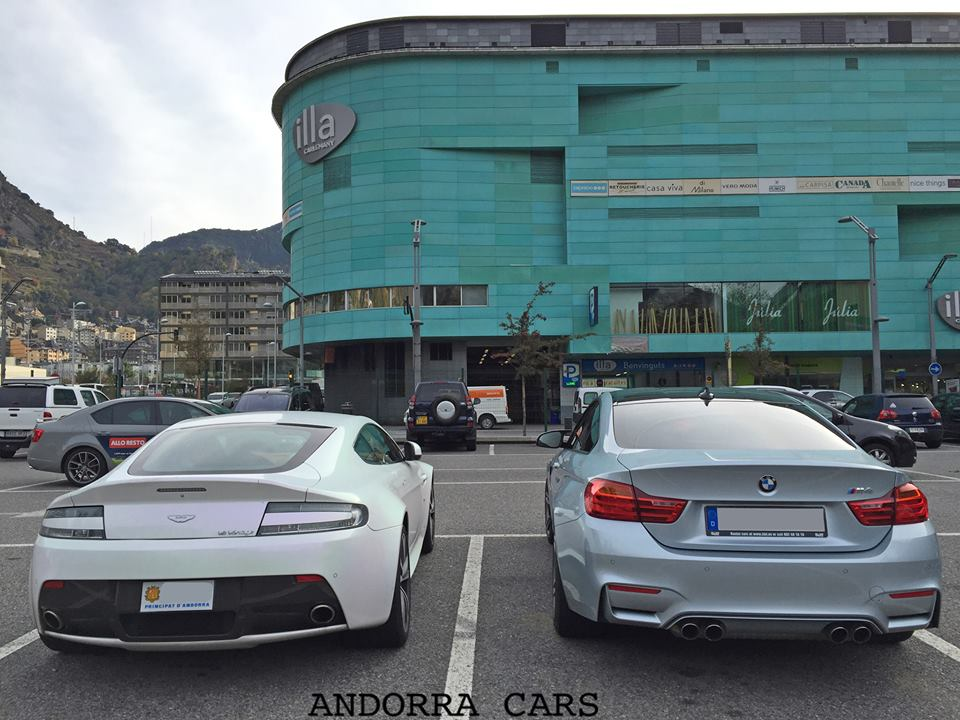 Aston Martin V12 Vantage VS Bmw M4
