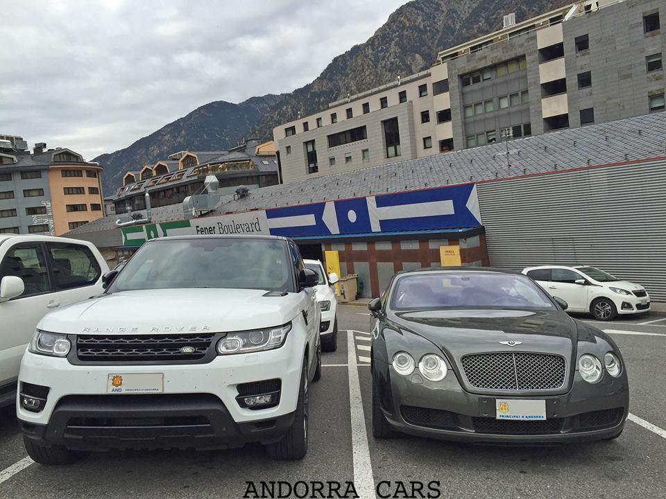Range Rover VS Bentley