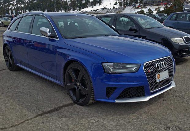 Audi RS4 blue