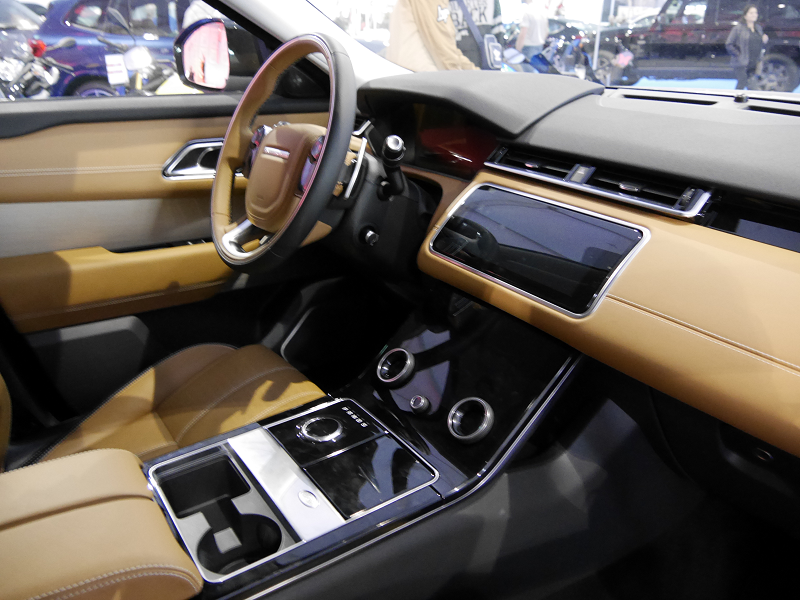 2017 range rover velar interior pictures to pin on for Interieur range rover velar