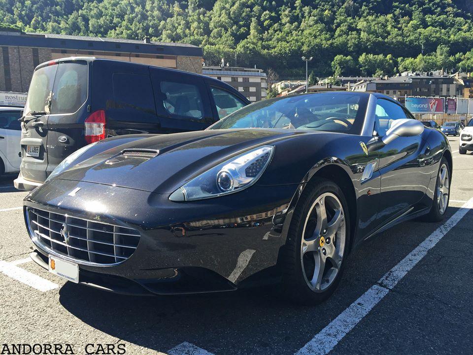 Ferrari California. Version noire