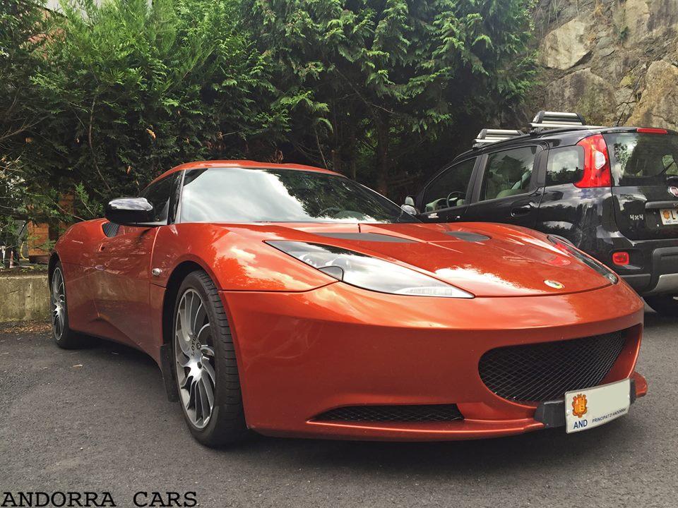Lotus Evora S. Couleur de corail avec 350 CV
