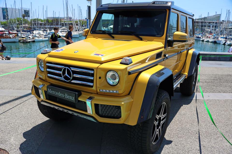 Mercedes Benz G Class. SUV jaune à Barcelone