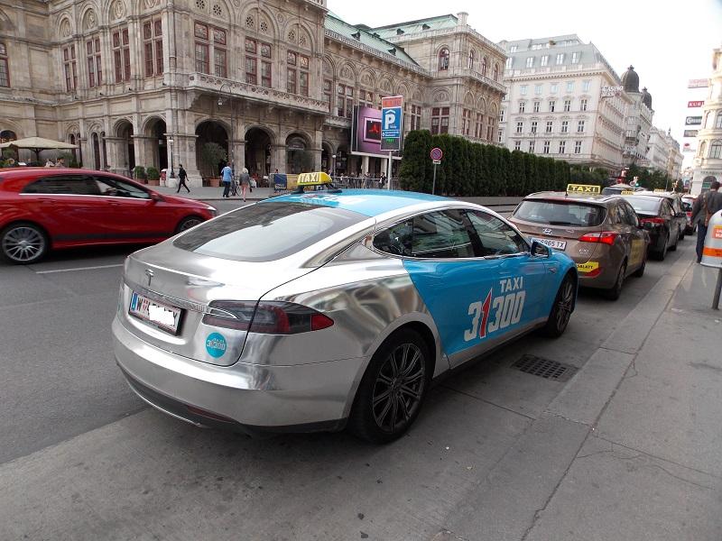 Tesla Model S : taxi argenté à Vienne