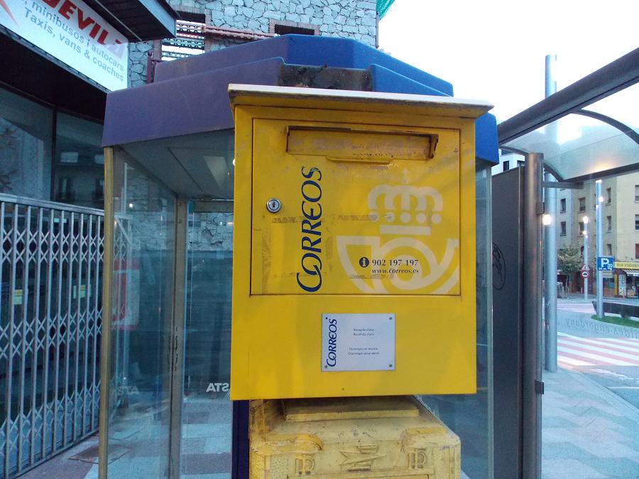 увидите желтые почтовые ящики в барселоне фото эээ блэт
