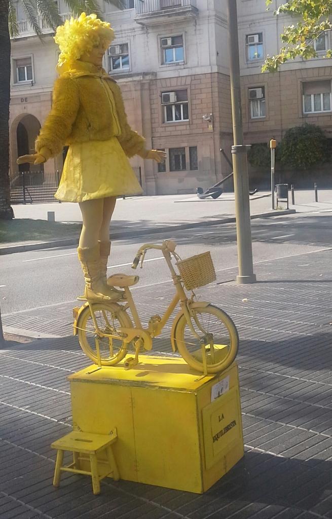 L'équilibriste : mime sur la rue de Barcelone