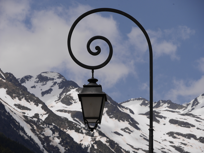 Design of street lights: Peaks of Coma Pedrosa. View from Erts