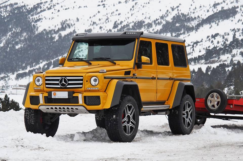 Mercedes-Benz G 500 4X4². Version jaune sur neige