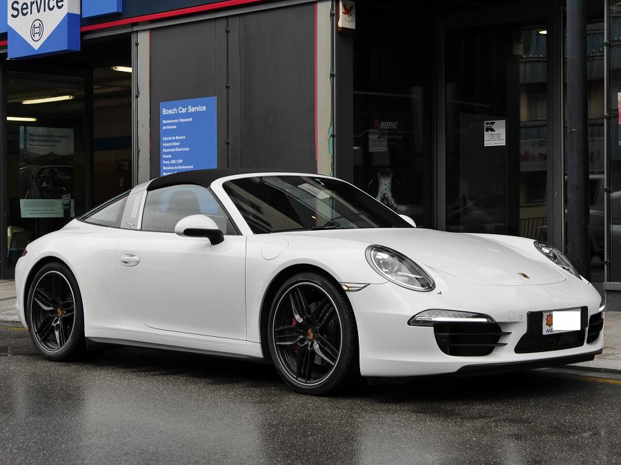 Porsche 911 Targa 4S : copie blanche et les roues noires