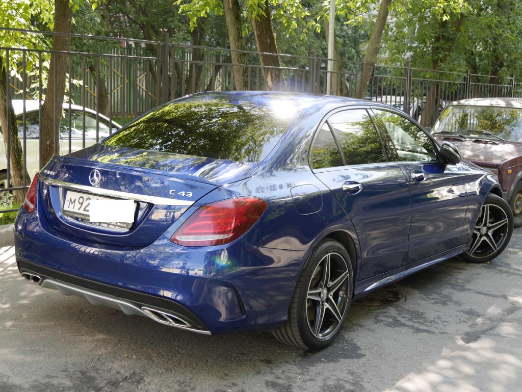 Mercedes-Benz C43 AMG: blue metallic