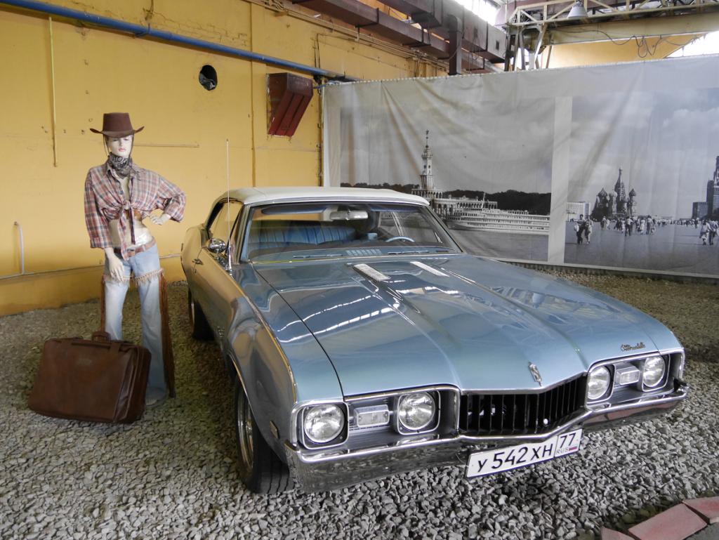 Oldsmobile Cutlass. Blue version
