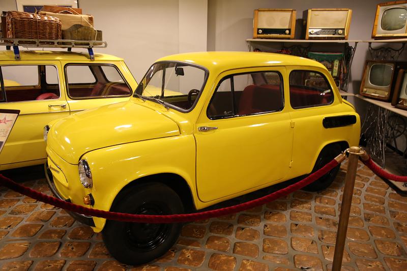 "ZAZ 956 Zaporozhets ""Gorbatiy"" (Bossu) : voiture légendaire Soviétique. Version jaune"