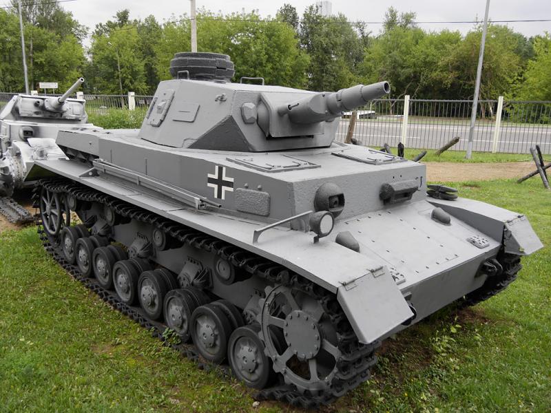 T-4 (Pz Kpfw.IV Ausf.F) : tank moyen blindé de combat