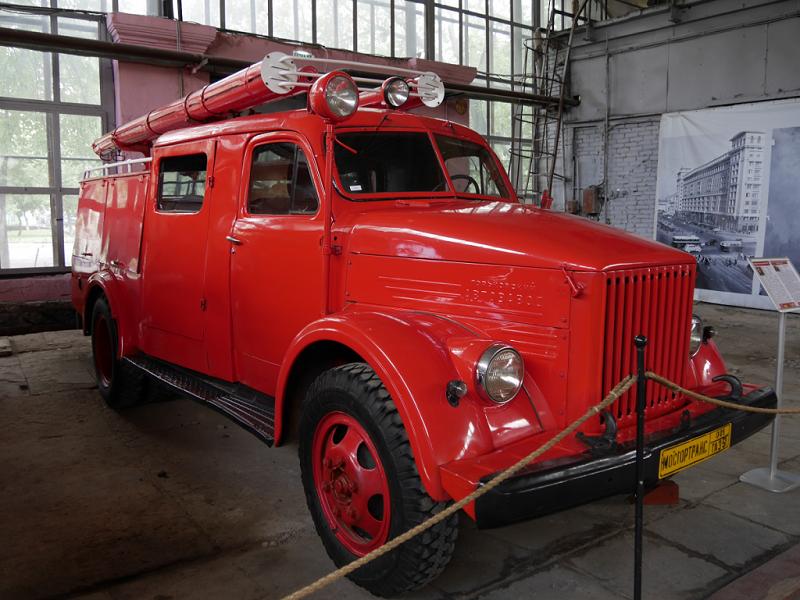PMG-36 sur les châssis de GAZ 51 A : camion des pompiers Soviétiques. Version rouge