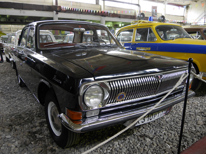 GAZ 24 : voiture Soviétique. Version noire