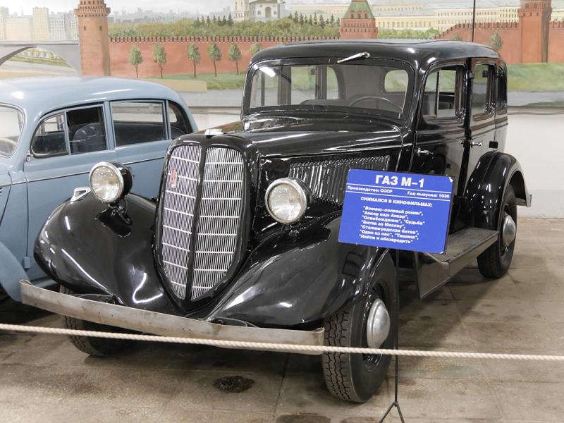 GAZ M-1 : voiture ancienne. Version noire