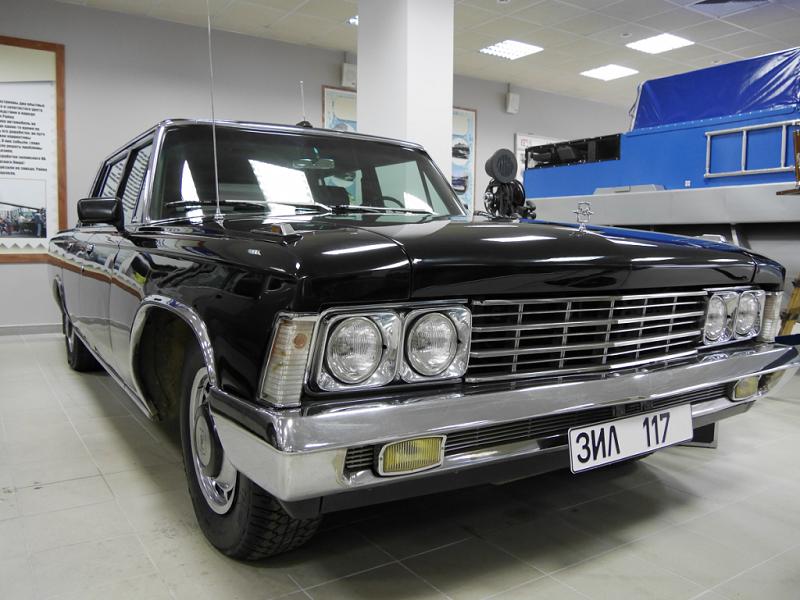 ZIL 117 : voiture de luxe Soviétique. Version noire