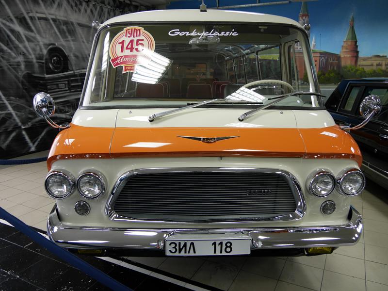 ZIL-118 Jeunesse véhicule de luxe d'URSS. Version originale avant 1971