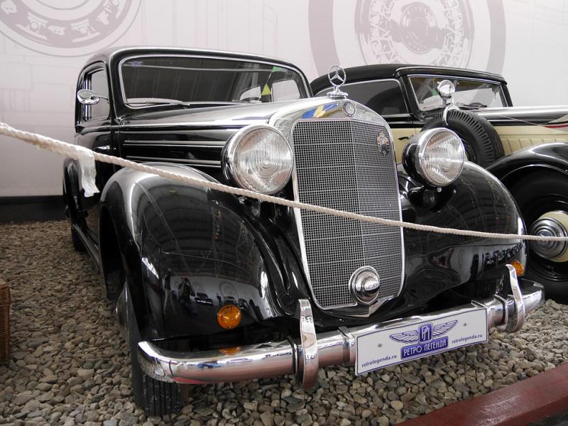 Mercedes-Benz 170 C (W136) : voiture ancienne. Version noire
