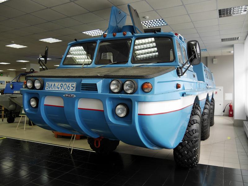 Véhicules rares d'URSS : véhicule cross-country ZIL 49065 Oiseau bleu. Cette version est faite pour chercher et évacuer les équipes de débarquement des vaisseaux spatiaux