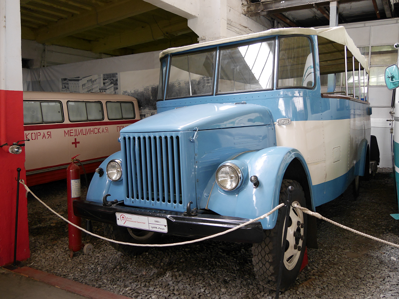 "CARM ""Ritsa"" : bus ancien. Version bleu clair"