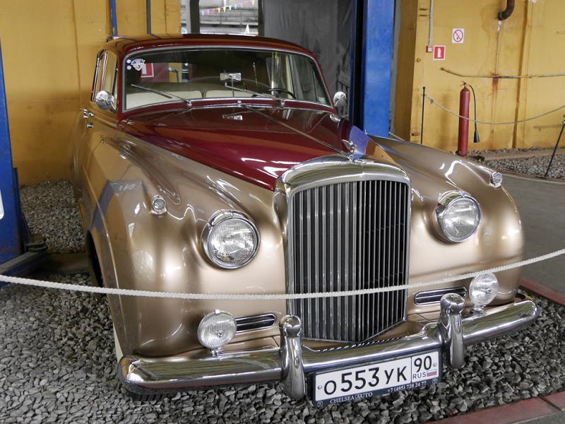 Rolls-Royce Silver Cloud 1 : voiture de luxe Anglaise
