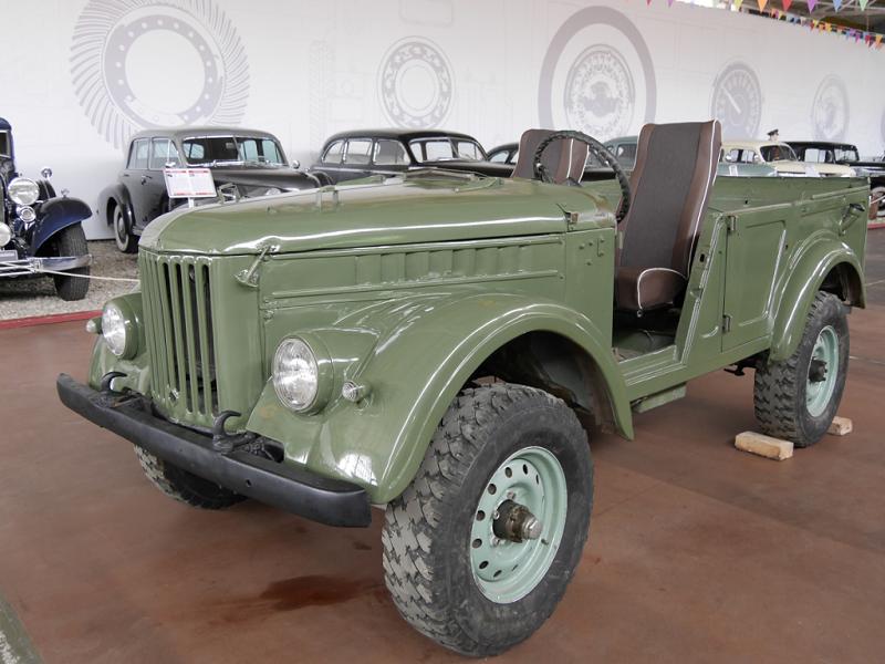 GAZ 69 A : voiture Soviétique. Version verte