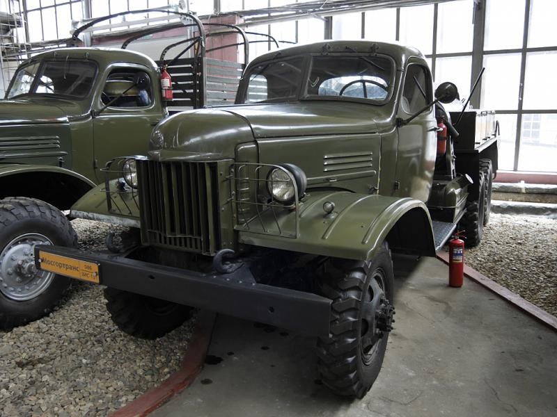 ZiS (ZiL) 151 : camion d'URSS. Le premier camion Soviétique en série avec un châssis de 6x6. Version vert foncé