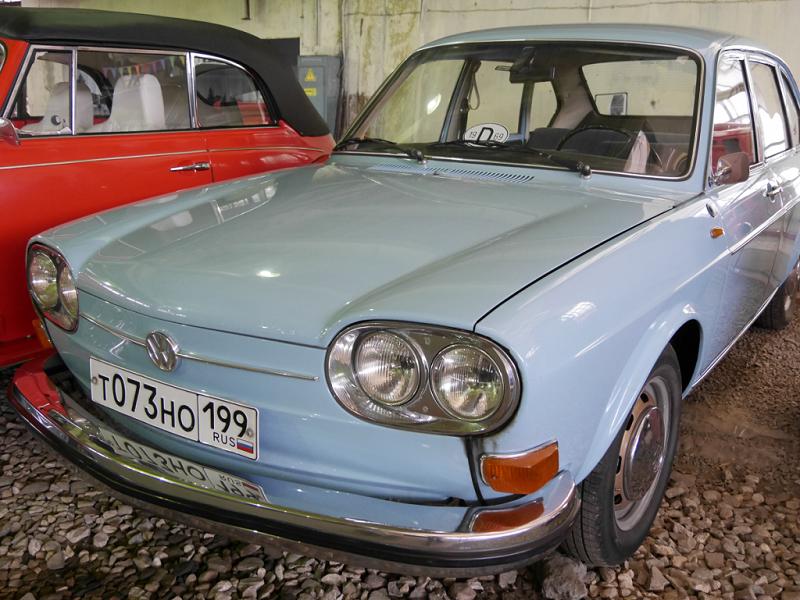 Volkswagen 411. Version bleu clair