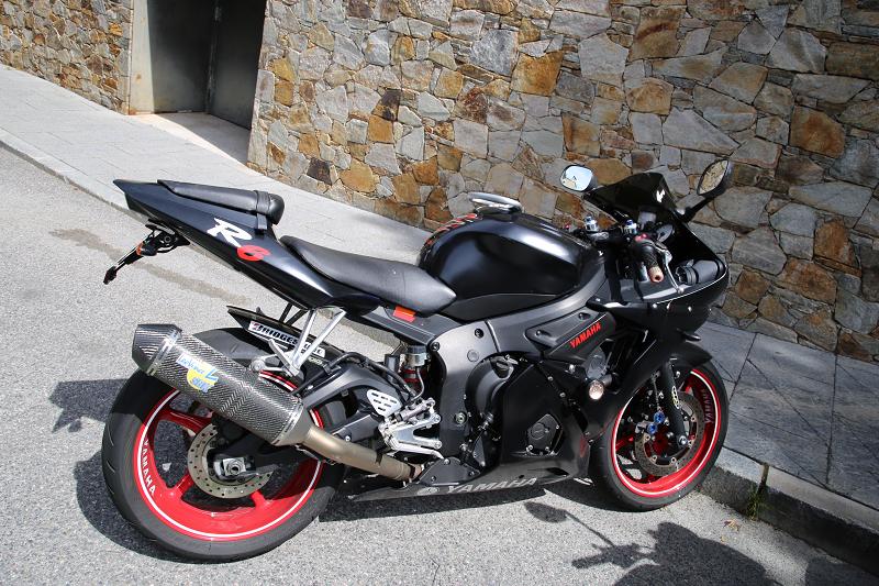 Yamaha R6: Black On Red Wheels • ALL ANDORRA