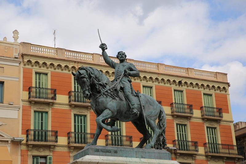 Le monument au général Juan Prim