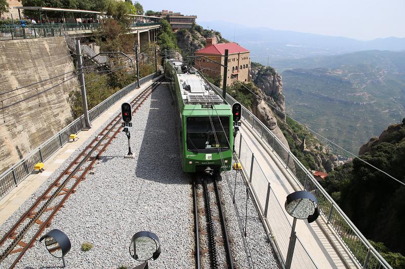 Depuis 2003, le monastère de Montserrat exploite la ligne de chemin de fer «Cremaya de Montserrat» directement de Barcelone.