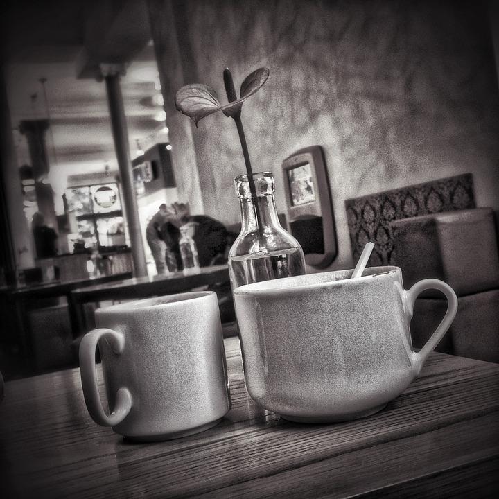 Cafè gelat amb llet d'ametlles: l'última tendència