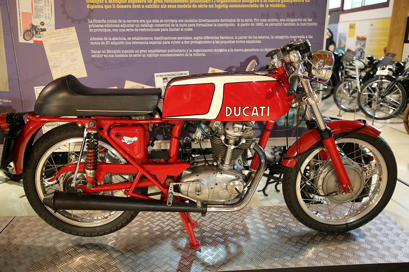 Vintage motorcycles  Ducati 24 hours 250 cc (1973) • ALL ANDORRA