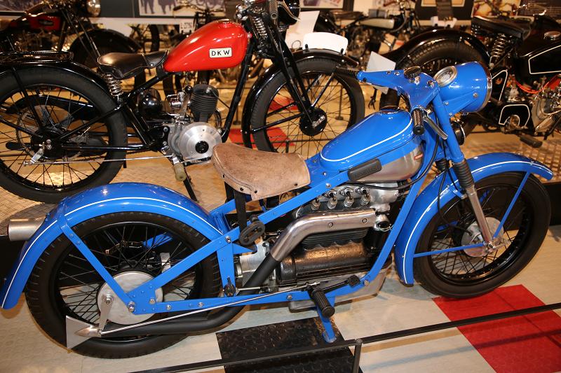 Старинные мотоциклы: Нимбус, 4 цилиндра 750 куб. см (1952)