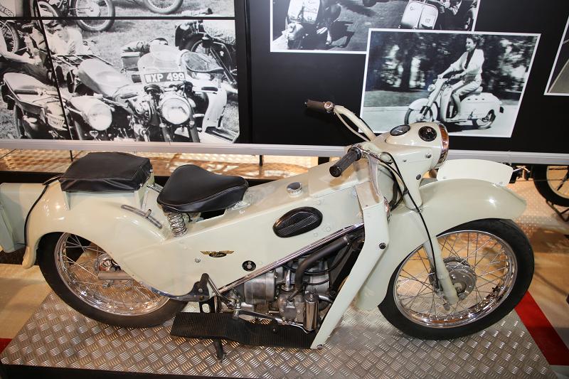 Старинные мотоциклы: Велосетте ЛЕ, 192 куб. см. (1950)