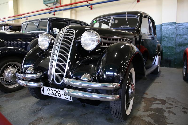 Черный BMW 326 образца 1936 года