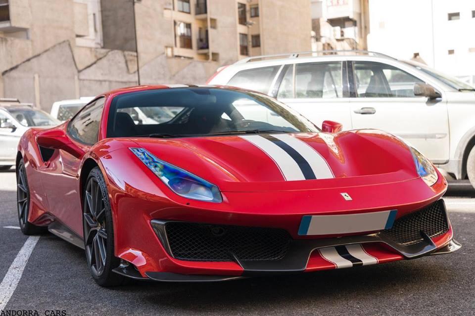 Ferrari 488 Pista: rouge