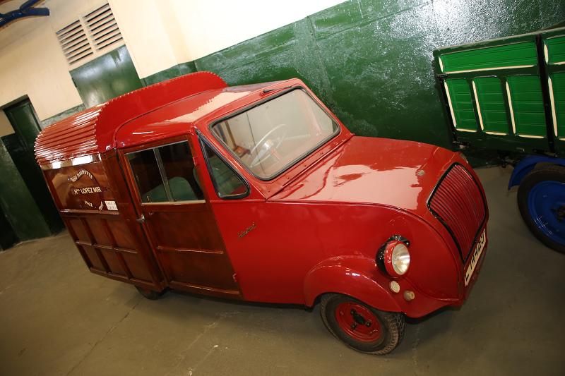 Красный Biscuter Van образца 1955 года
