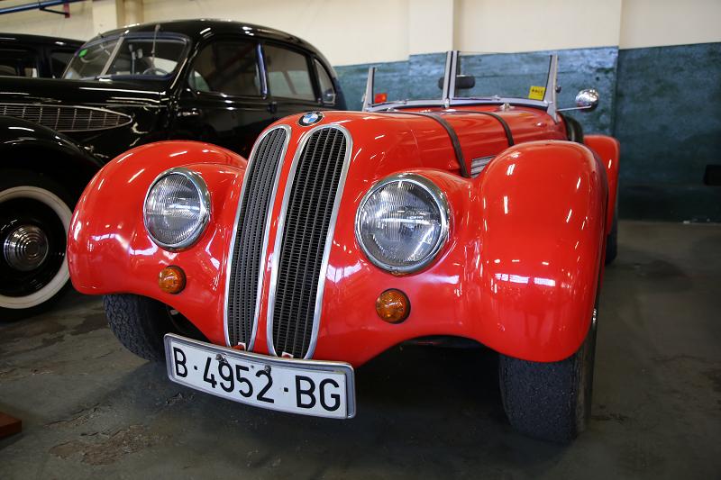 Rouge Sbarro-BMW 328. Fabriqué en Allemagne.Musée de voituresà Lleida