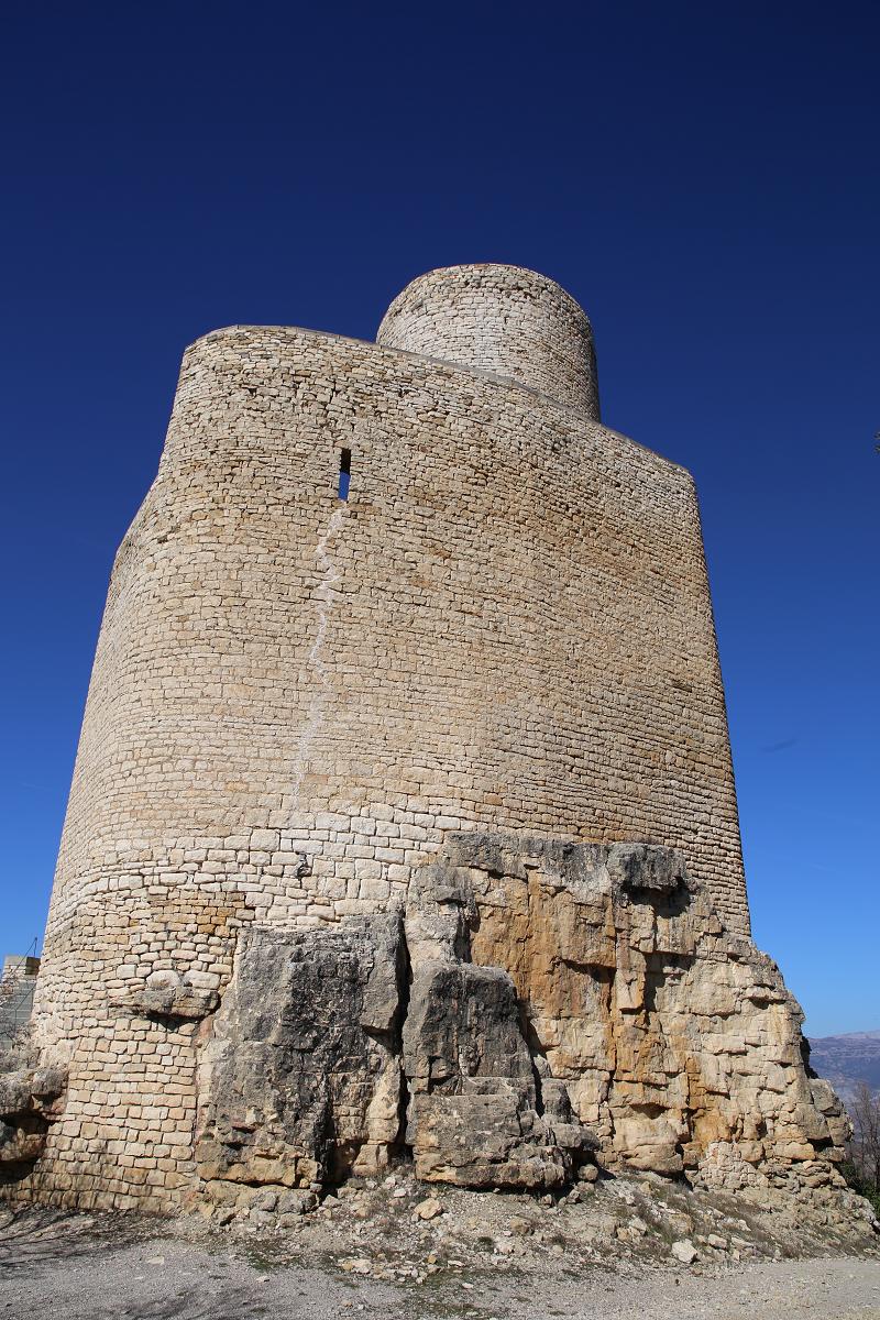 Le château de Mur est un exemplaire important de l'architecture civile du XIº siècle