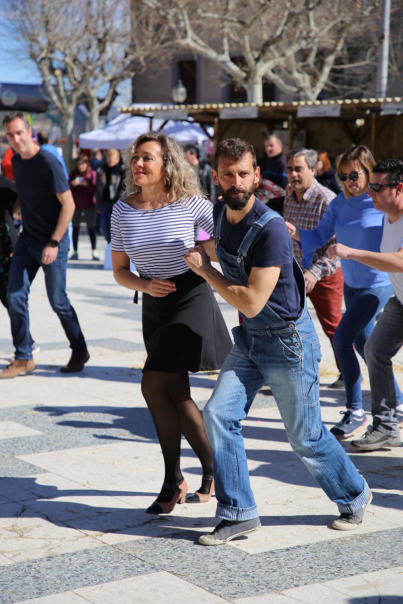 Ярмарка трюфелей в Сольсоне 2019: танцы и люди
