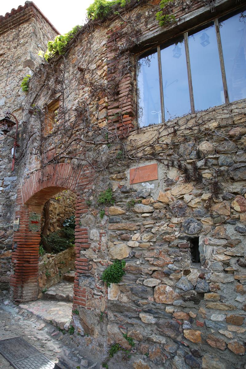 Castelnou France