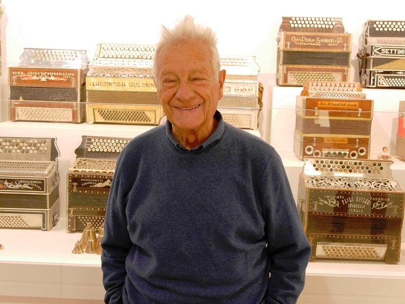 "Arthur Blasco is a legendary musician in the world of music and traditional songs of the Pyrenees. He owns a collection of accordions which are on display in a museum in the picturesque Catalan village of Arsegel (Arsèguel). He is also the author of the collection ""Peu pel camí del cançoner"" - a collection of old songs that Arthur Blasco has collected throughout Catalonia, referring to the most senior members of Catalan families living in the Pyrenees. He is also the organizer of many international accordionists concerts, known in the Pyrenees under the name ""Trobada d'Acordionistes del Pirineu"", and which have been regularly held here since 1976."
